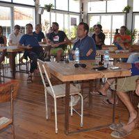 Veinte aficionados al kitesurf de distintas nacionalidades cruzan hoy el Estrecho